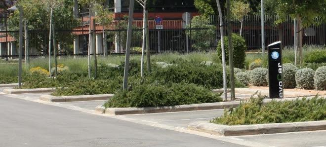 Vehículo eléctrico para repartir el correo en la Universidad de Valencia