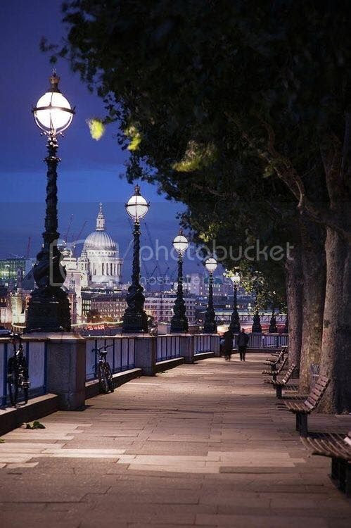 photo Queens Walk along the River Thames_zpsmxrtafxc.jpg