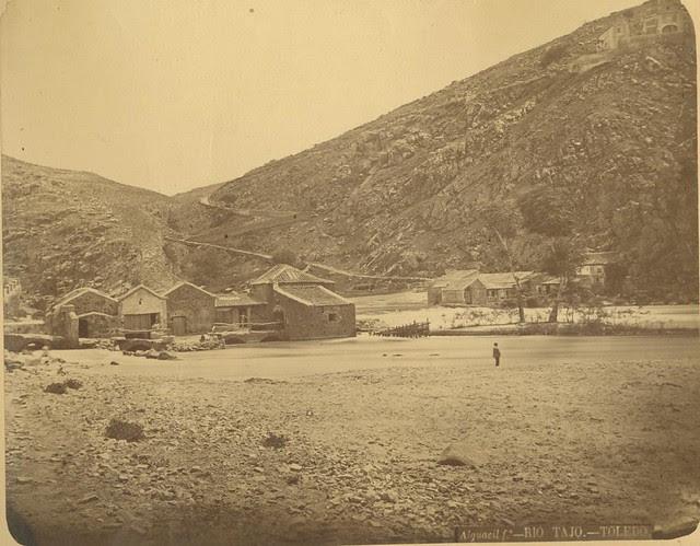 Orilla del Tajo y molinos hacia 1875. Fotografía de Casiano Alguacil © Museo del Traje. Centro de Investigación del Patrimonio Etnológico. Ministerio de Educación, Cultura y Deporte