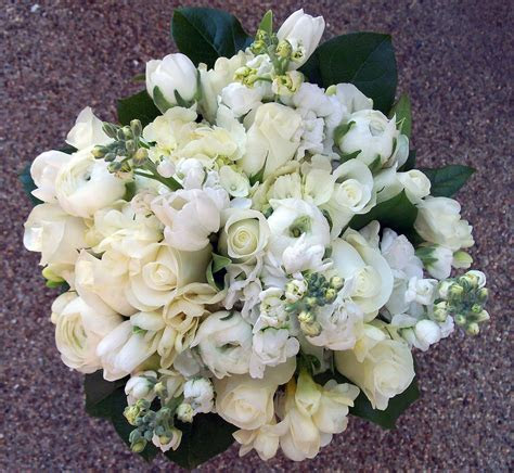 WedInStyle Girls: The Best of Spring Wedding Bouquets!