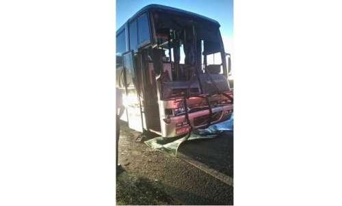 Goioxim - Ônibus que seguia para Guarapuava com estudantes sofre acidente na BR 277