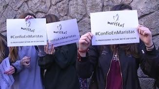 """A la cadena humana s'han exhibit papers amb el lema """"Confio en els Maristes"""""""