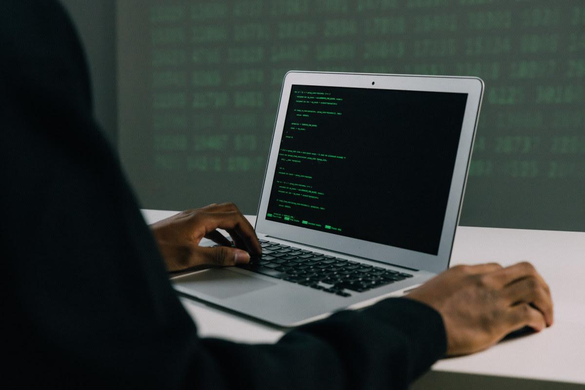 GGD-sites plat door cyberaanval, ook sites banken en kranten onbereikbaar
