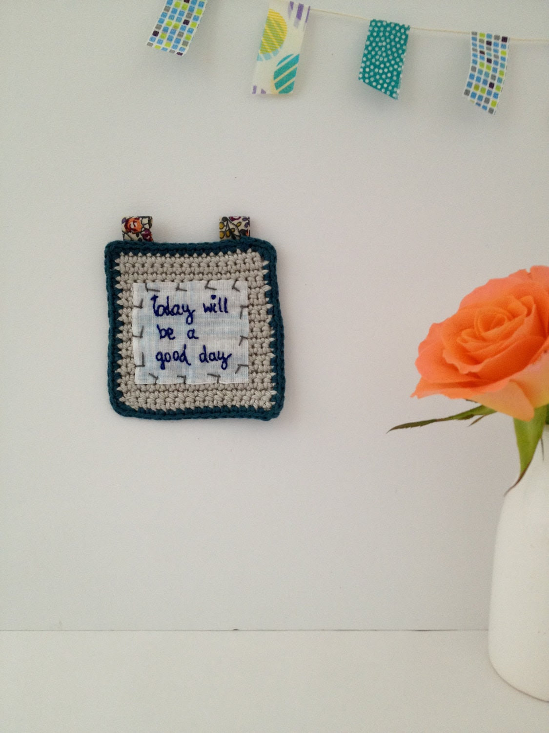 Crocheted Square with Embroidered Reminder - giovabrusa