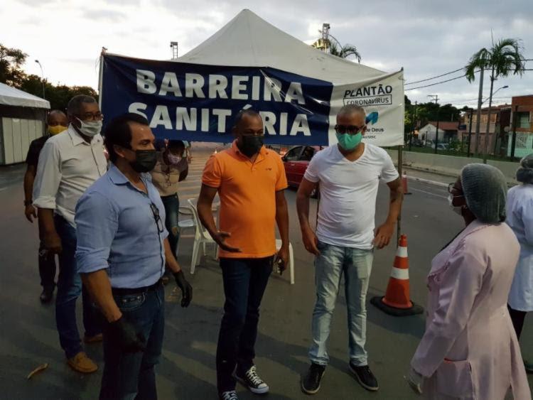 De laranja e máscara, Jailton Polícia, novo prefeito de Madre de Deus | Foto: Divulgação - Foto: Divulgação