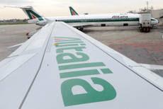Emigrati sardi occupano aeroporto Linate