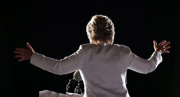 Uno de los lotes finales de correos electrónicos se dio a conocer este jueves, días antes de que los estadounidenses acudan las urnas electorales.