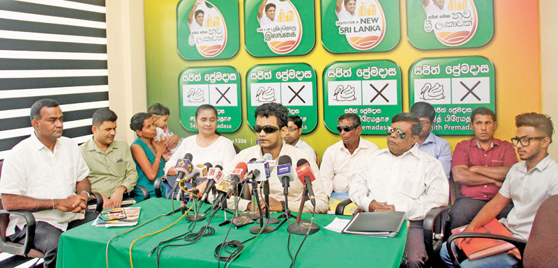 Members of the visually impaired community pledged support to NDF Presidential candidate Sajith Premadasa at a media briefing yesterday. Former UNP General Secretary Tissa Attanayake is also present. Picture by Roshan Pitipana