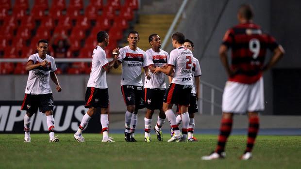Atlético-GO goleia e acaba com invencibilidade do Fla (Alexandre Cassiano/Globo)