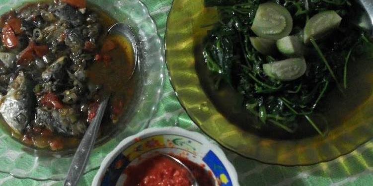 Resep Daun Ubi Rebus Sambal Asam Mentah Dan Nyemek2 Ikan Asin Pedah Oleh Ernita Sari