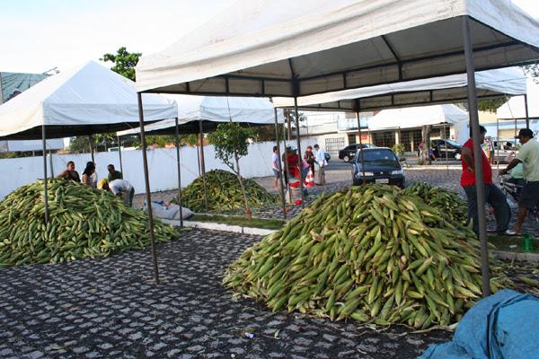 Mesmo com a produção reduzida, em decorrência da seca, a venda do milho no evento foi garantida: 27 tendas abrigam os comerciantes