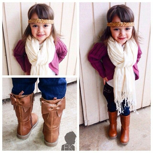 Adorbs boots!! Love her outfit<3