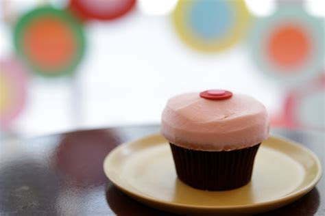 Sprinkles Strawberry Cupcakes With Frosting · How To Bake