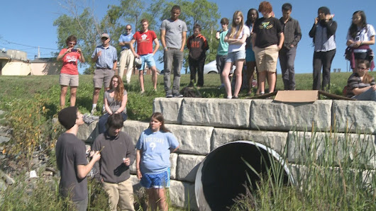 Students test water quality for UMaine research project