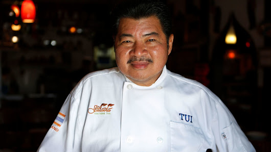 Thai chef Suthiporn 'Tui' Sungkamee dies at 66; his gift for spices turned Jitlada into a favorite