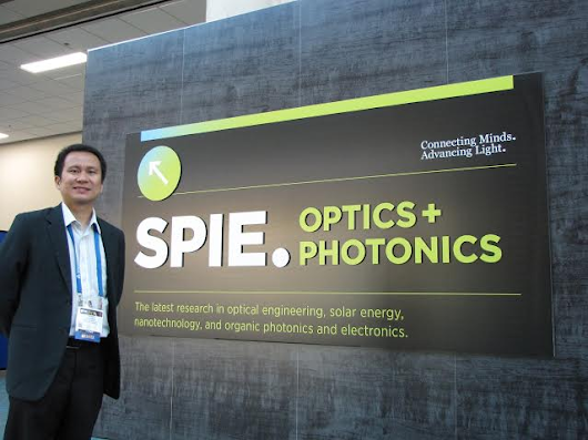 Ateneo Physics faculty Dr. Raphael Guerrero presents his work on volume holography at the SPIE Optics and Photonics 2015 Conference