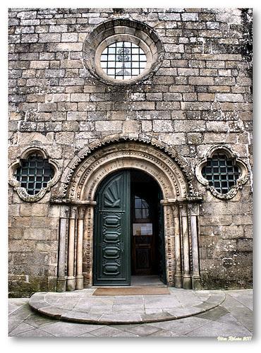 Portal românico da Igreja Matriz de Monção by VRfoto