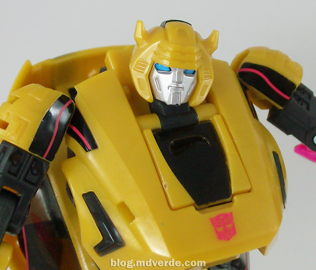 Transformers Cybertronian Bumblebee Generations Deluxe - modo robot