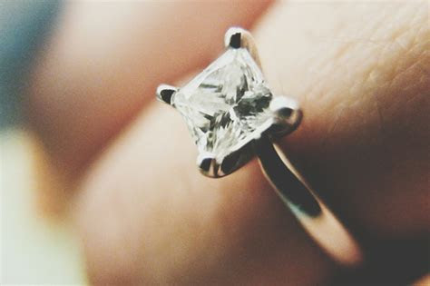Big Engagement Rings Are Bad News For Marriage, Says Study