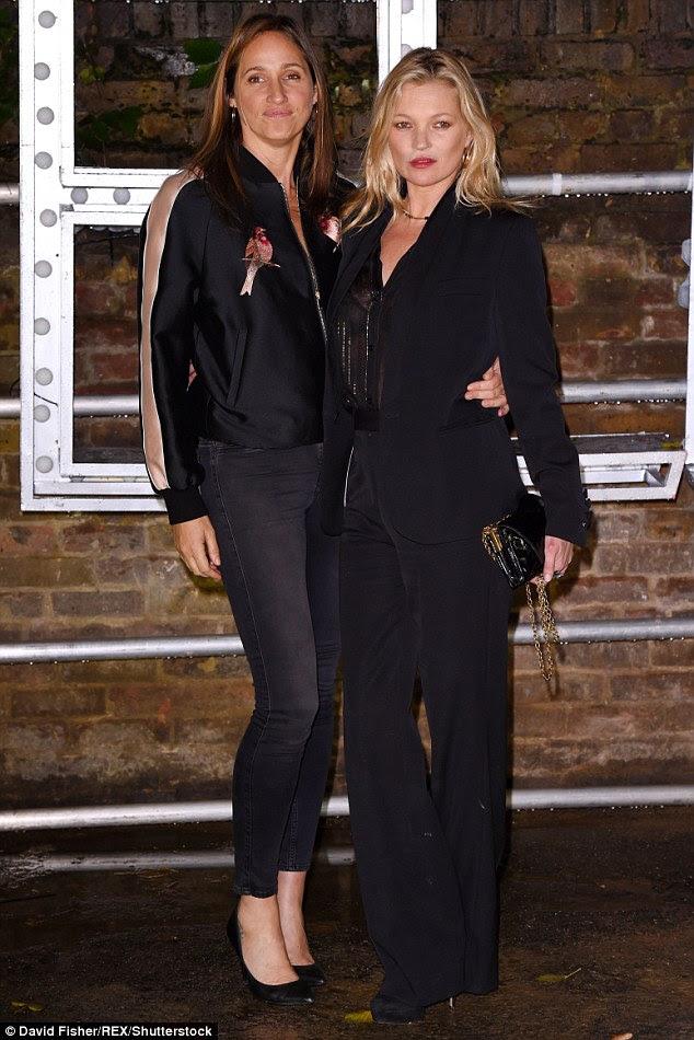estiletes do arranha-céus: Kate (na foto com Rosemary Ferguson), também usava um par de enormes sapatos de salto alto preto, que complementou seu low-key ainda vibração chique
