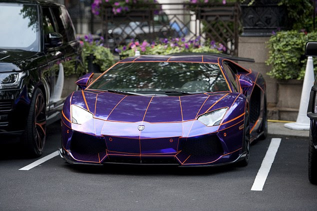 http://i.dailymail.co.uk/i/pix/2014/08/04/1407154876799_wps_3_The_purple_Lamborghini_Av.jpg
