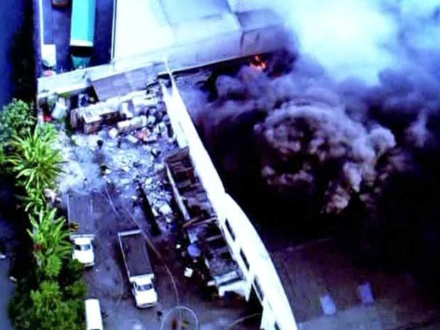 Fogo atinge empresa na Zona Oeste de São Paulo (Foto: Reprodução/TV Globo)