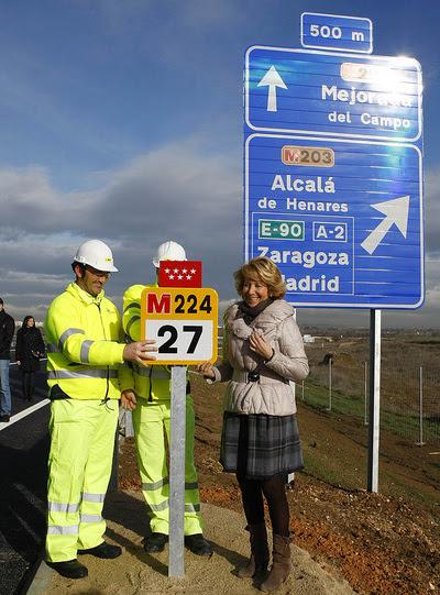 Esperanza Aguirre, durante el acto inaugural de la nueva carretera M-224, el 21/02/11