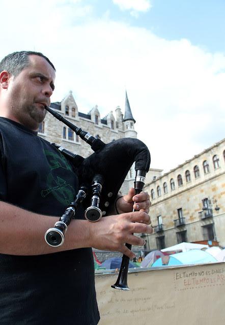 EL GAITERO DE VALDESOGO - #ACAMPADALEON 26.05.11