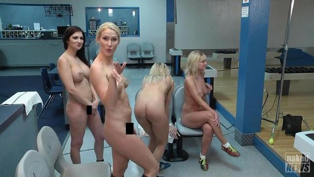 Προσοχή, «καίει»: Τα κορίτσια του Naked News σε ένα… ολόγυμνο παιχνίδι μπόουλινγκ! (εικόνες)