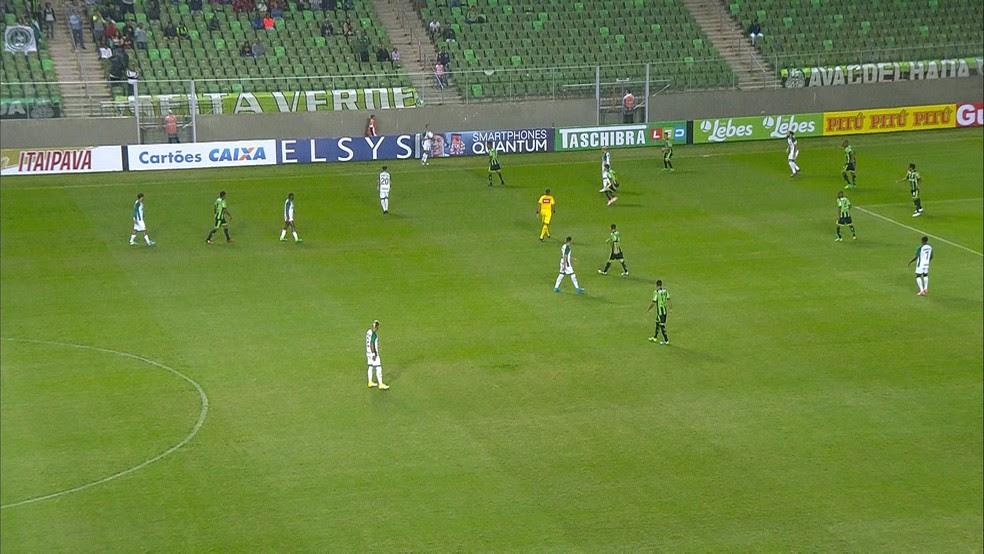 América-MG levou o empate para o Goiás no final da partida  (Foto: Reprodução/ Premiere)