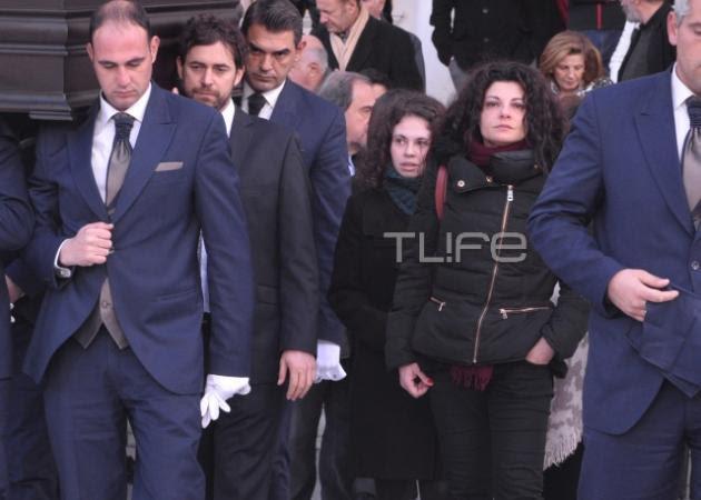 Συντετριμμένη η Τάνια Τρύπη στην κηδεία του Αλέξη Μάρδα