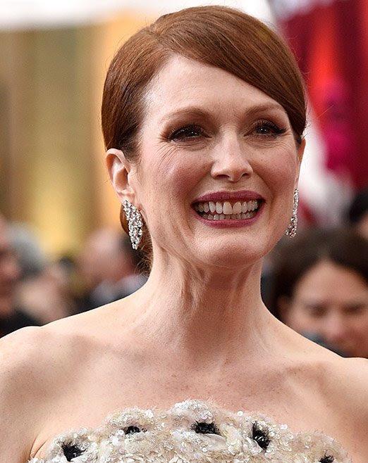 Julianne Mooreimpactó conaretes y anillos de diamantesde más de30quilates, diseñados porChopard