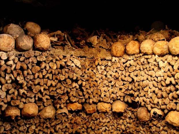 As catacumbas de Paris comportam os restos mortais de 6 milhões de pessoas (Foto: Gabriel Castaldini/VC no G1)