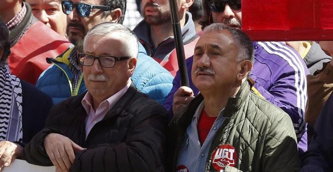 Los líderes de CCOO y UGT, Ignacio Fernandez Toxo y Pepe Álvarez, en la cabeza de la manifestación del Primero de Mayo en Madrid. EFE/Paco Campos