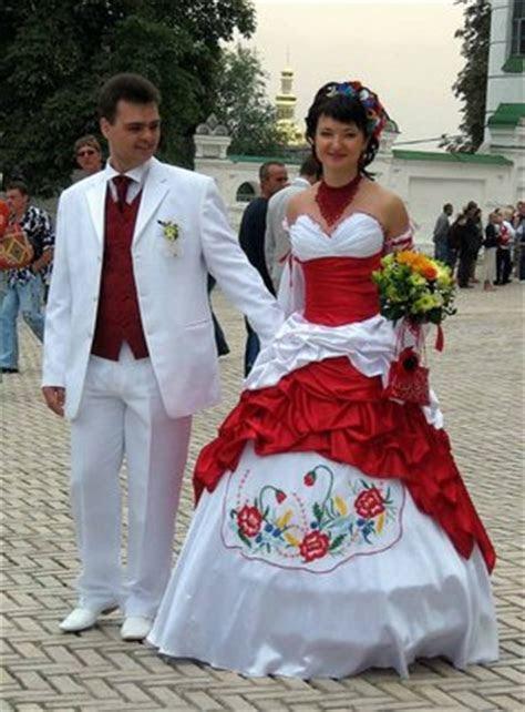 Wedding Dresses and Traditional Weddings Around the World