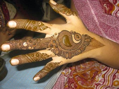 A List of Beautiful Peacock Mehndi Designs ? SheIdeas