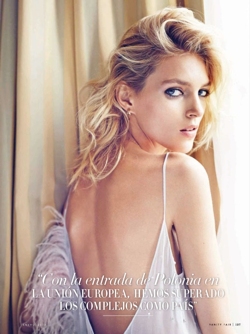 anja rubik 2014 4 Anja Rubik Gets Glam for January Issue of Vanity Fair Spain