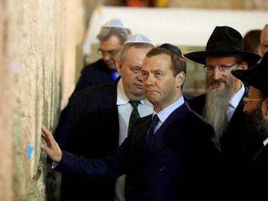 Дмитрий Медведев во время посещения Израиля - ЯПлакалъ