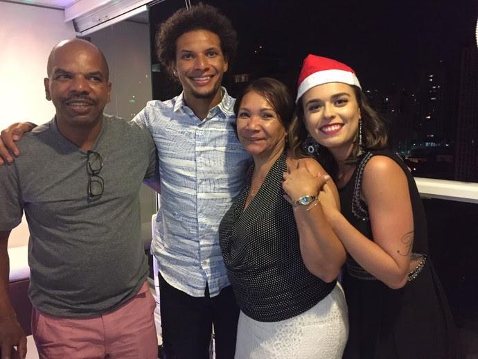 Arão com a família em São Paulo: Natal em família nas férias (Foto: Arquivo pessoal)