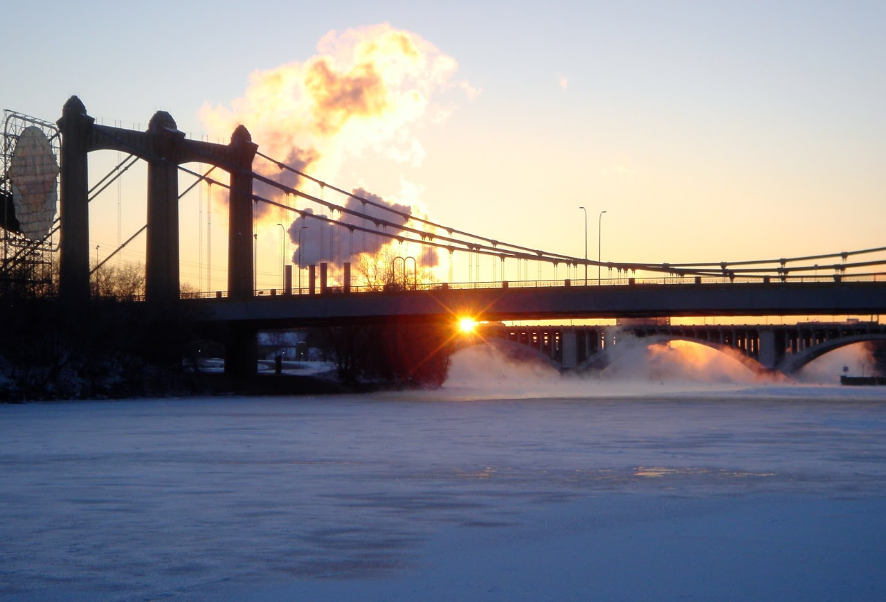 http://stuffaboutminneapolis.tumblr.com/post/139519442829/picturetakingguy-a-cold-sunrise-on-the