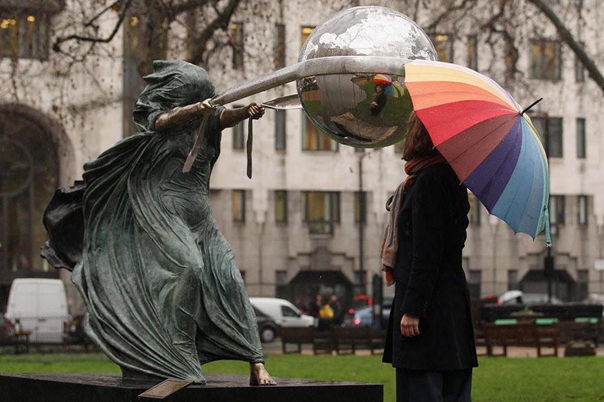 madre-naturaleza-fuerza-escultura-lorenzo-quinn-4