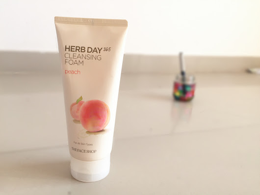 The Face Shop Herb Day 365 Cleansing Foam review| Peach | Makeup & Smiles
