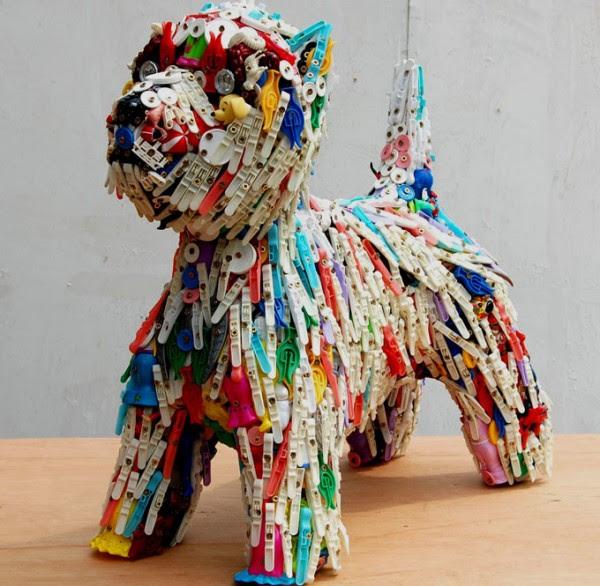 robert bradford recycled toys 3 600x586 Recycled Toys Sculpture by Robert Bradford