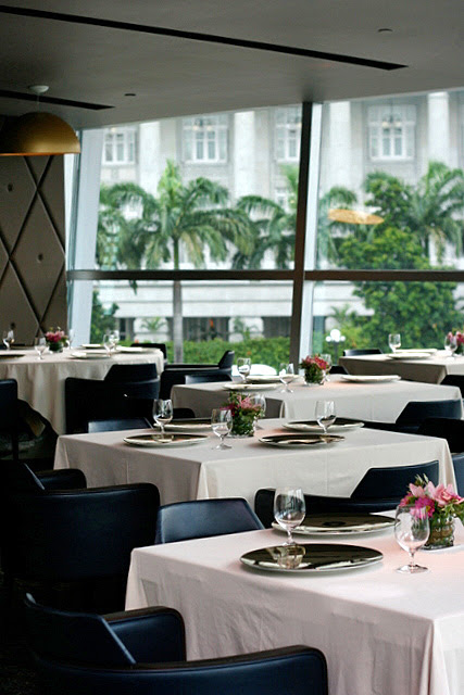 Floor-to-ceiling views of Fullerton Hotel, Esplanade and Marina Bay