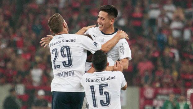 Barco comemora com companheiros gol do Independiente contra o Flamengo, no Maracanã