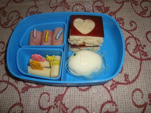 Ham roll ups,cheese,egg,pb&j,fruit leather 11-16 by Rina Ameriasianbento