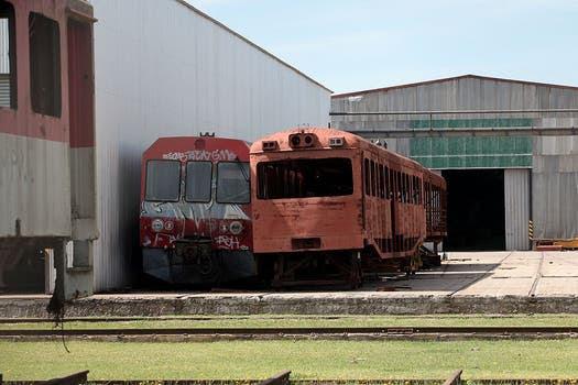 Los restos de vagones están en los talleres de Chascomús, Gerli, Retiro, Remedios de Escalada y Villa Dominico. Foto: LA NACION / Santiago Hafford