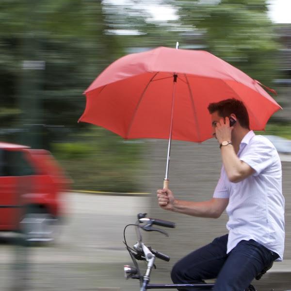Resultado de imagem para andando de bike na chuva