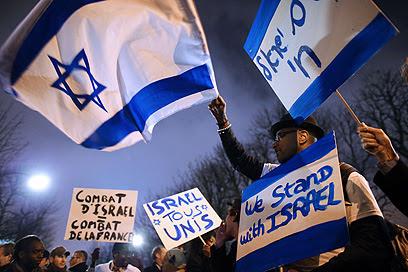 """""""ישראל כולם מאוחדים"""". פריז (צילום: AFP)"""
