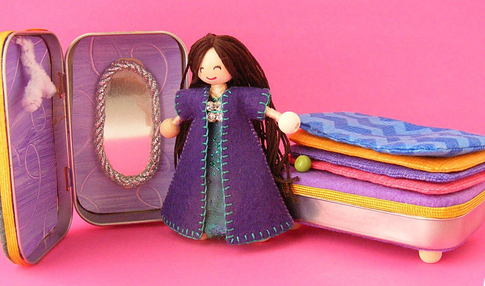 Pattern Review - Wee Princess Pea: A Purse-Sized Fairytale Playset